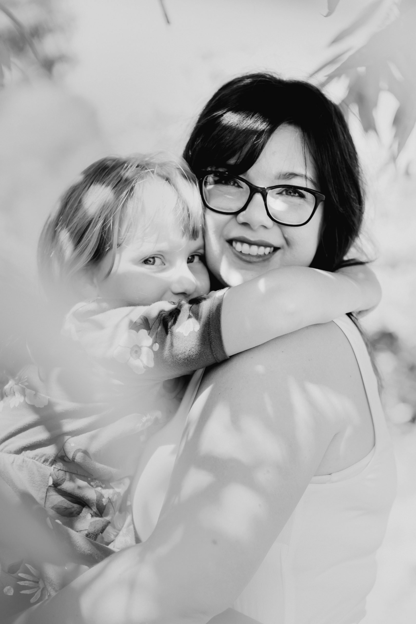 Mama and daughter in West Linn by Photographer Annie Helen