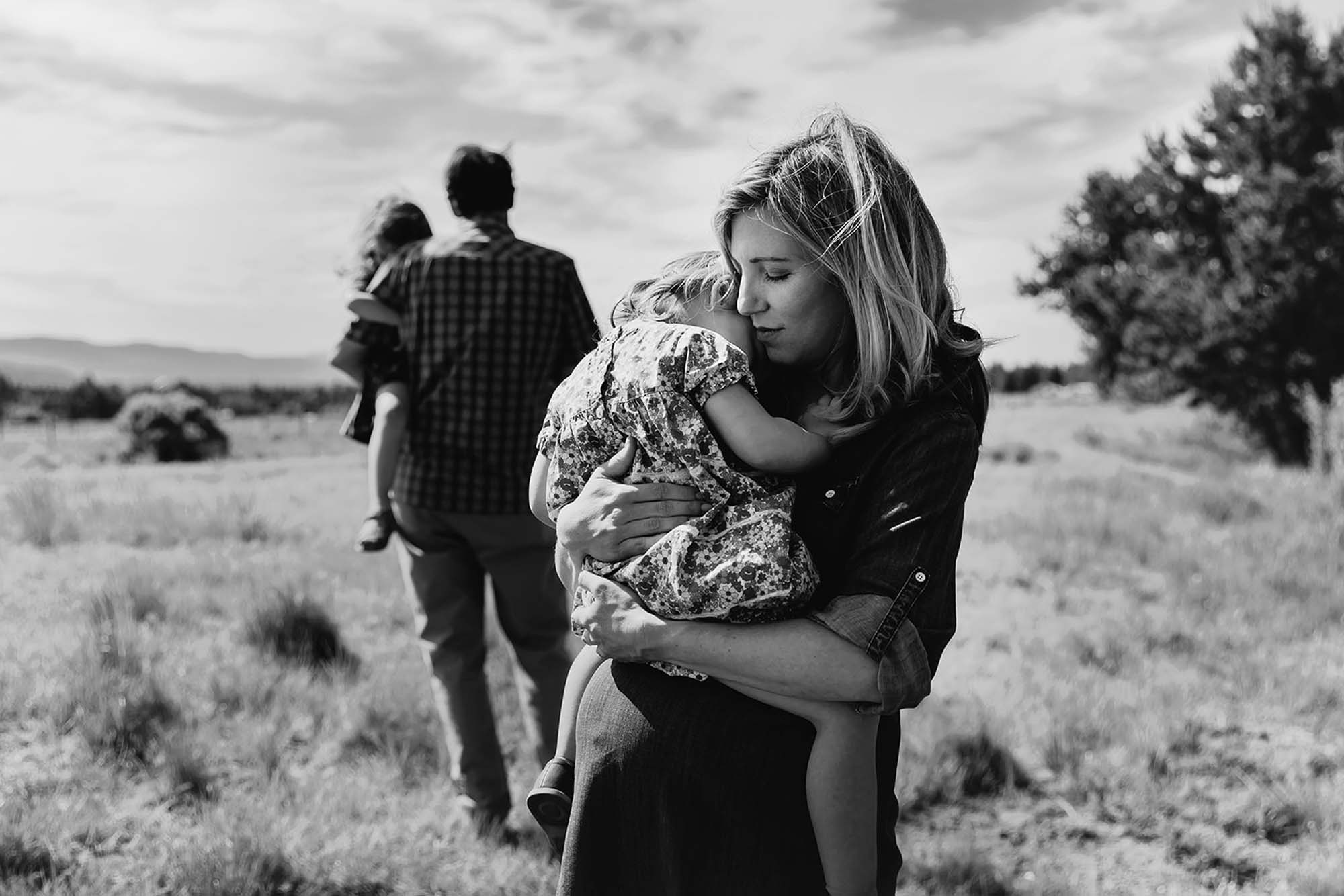 Maternity session Mom holding big sister in Sunriver Oregon by Adventure Photographer Annie Helen