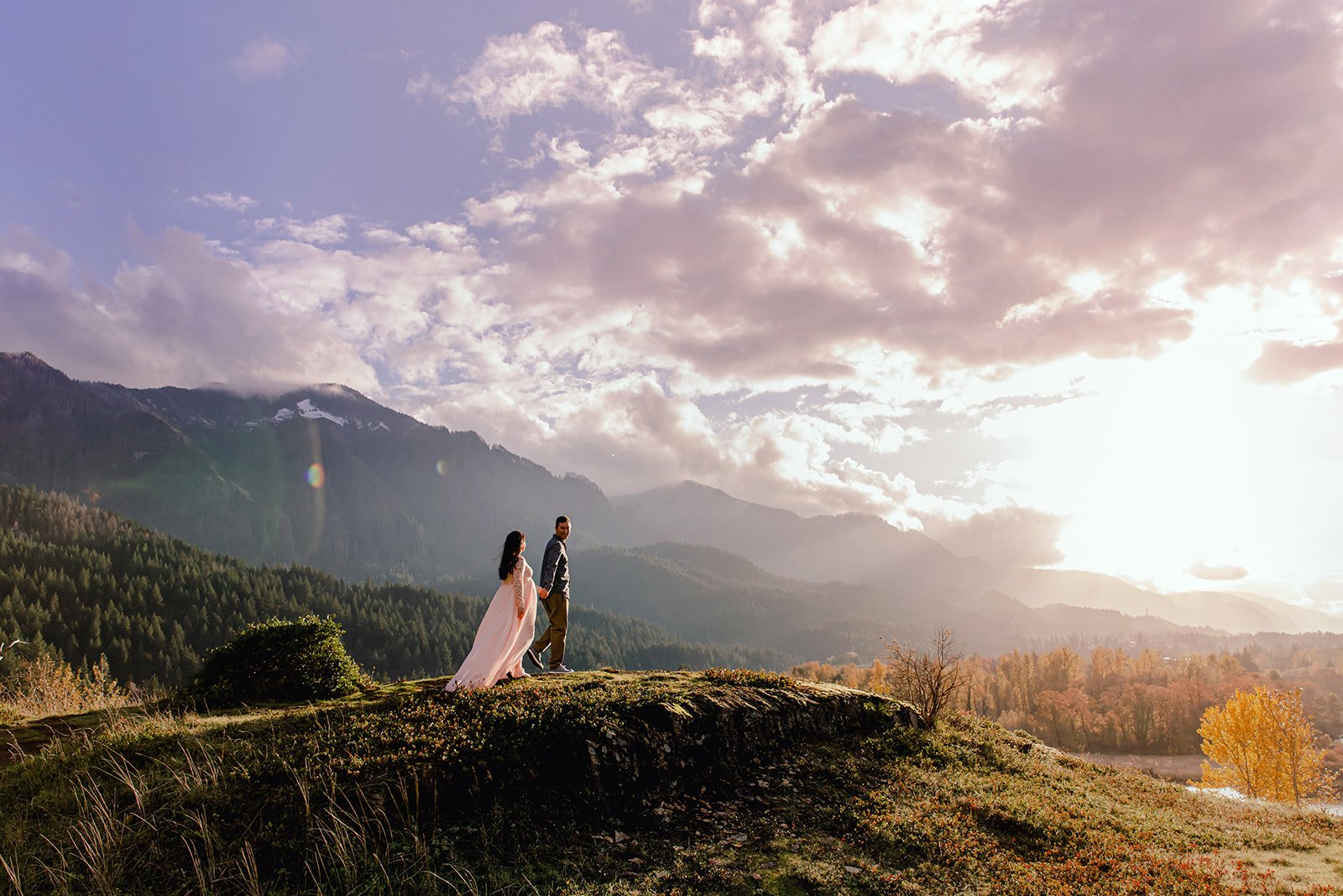 Columbia River Gorge Maternity Photo Session with Oregon Adventure Photographer Annie Helen